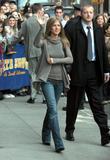 Jennifer Aniston Hard nips outside Letterman Foto 176 (Дженнифер Анистон Жесткий НПВ вне Letterman Фото 176)