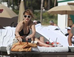http://img121.imagevenue.com/loc373/th_311734277_Mischa_Barton_Bikini_Candids_on_the_Beach_in_Miami_December_27_2011_083_122_373lo.jpg