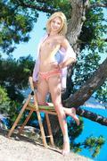 http://img121.imagevenue.com/loc511/th_378194145_Glaube_Candy_A_0052_123_511lo.jpg