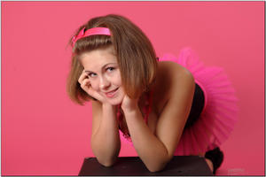 http://img121.imagevenue.com/loc531/th_255256528_tduid300163_sandrinya_model_pinkmini_teenmodeling_tv_073_122_531lo.jpg