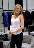 th_72672_78147-blake-lively-candid-chanel-boutique-nyc-09-0_122_548lo.jpg