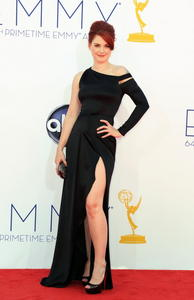 http://img121.imagevenue.com/loc585/th_468085136_AlexandraBreckenridge_64thAnnualPrimetimeEmmyAwards_5_122_585lo.jpg