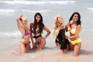 http://img121.imagevenue.com/loc591/th_009393558_tduid2124_Micaela_Schaefer_bikini_seethrough_nipple_6_123_591lo.jpg