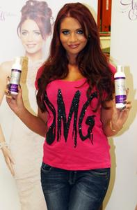 Эми Чайлдс, фото 301. Amy Childs promotes her Tanning Collection at Tesco Extra, 28.4.2012, foto 301