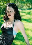 http://img121.imagevenue.com/loc846/th_27541_Rose_McGowan_Cute_Shoot_1_122_846lo.jpg