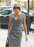 Celebrities with the same accessories//clothes as Victoria - Page 2 Th_61085_wednesdayoctober24th2007f_122_966lo
